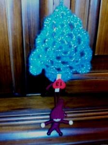elfo y árbol